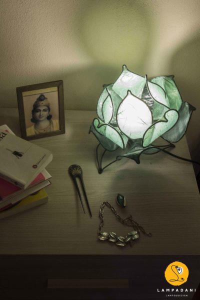 flower shaped table lamp
